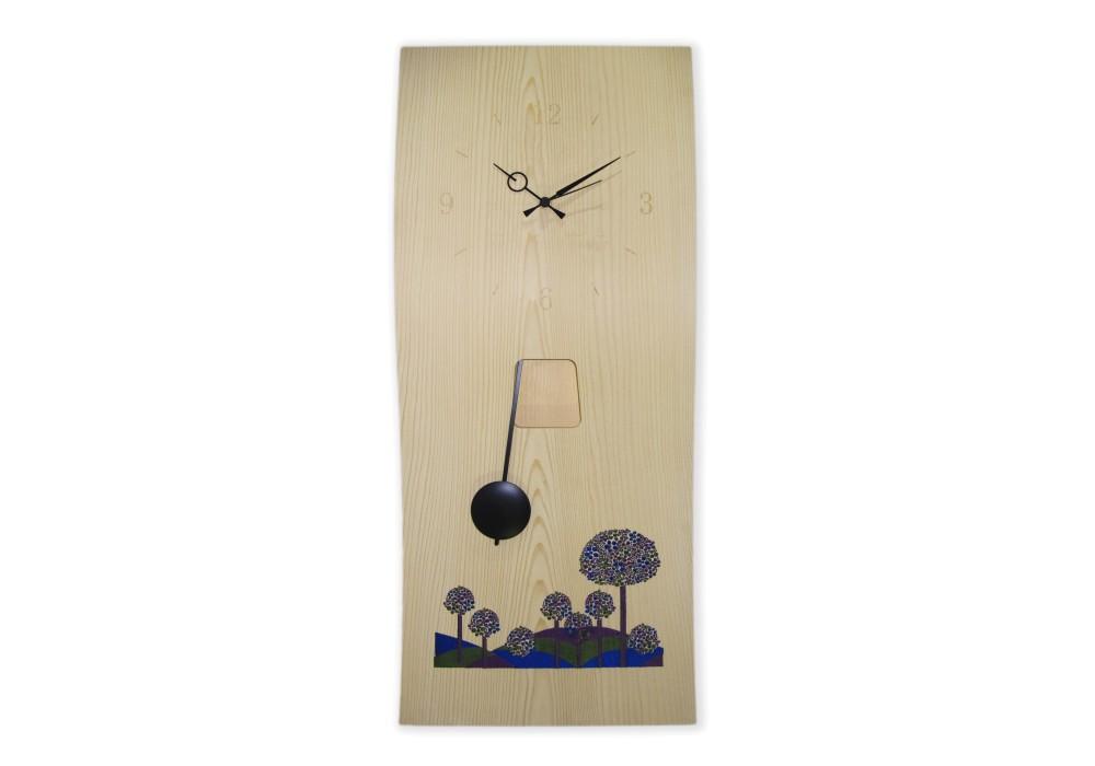 Orologio a pendolo con alberi in fiore