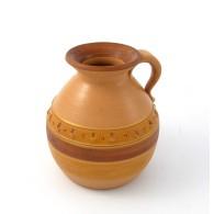 Vaso in ceramica a forma di brocca