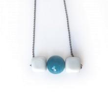 Collana in vetro di murano - Cubi bianchi con perla azzurra
