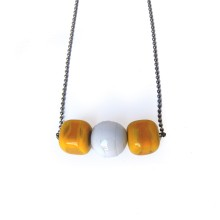 Collana in vetro di murano - Cubi arancioni con perla bianca